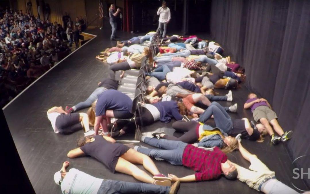 AMAZING HYPNOTIC POWER – WATCH THEM DROP! – Stage Hypnosis University